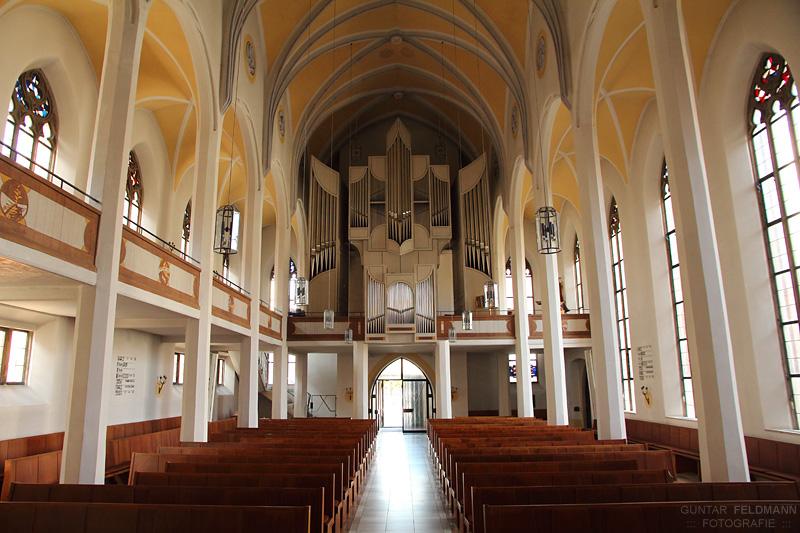 Blick vom Altar zur Orgel