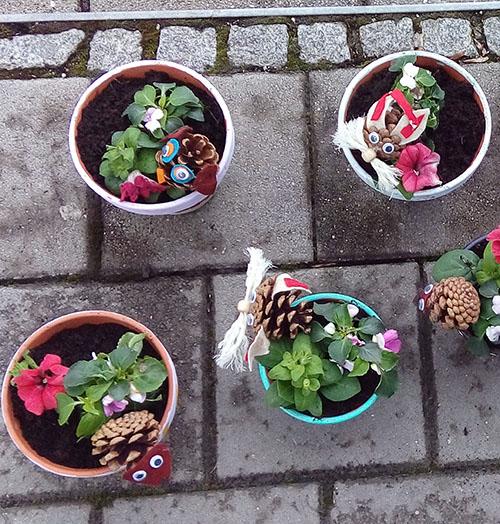 Blumentöpfe mit Eule, Hase, Igel April 16