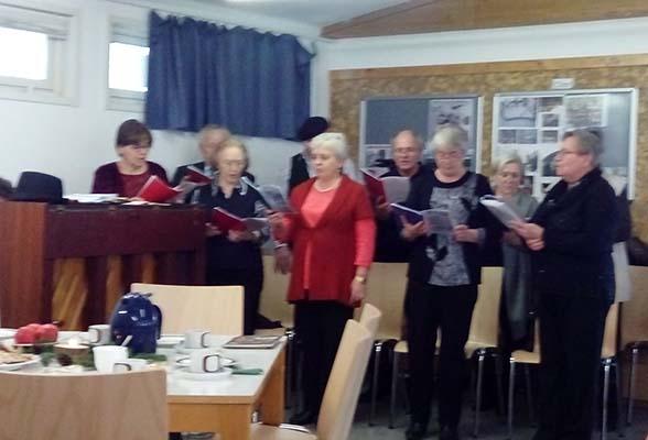 Ein Teil der Singenden Herzen mit Frau Ida Haag
