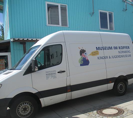 Museum im Koffer zu Besuch in der Permoserstraße