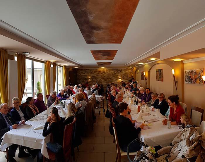 Festessen in der Pizzeria Castello anlässlich der Goldenen Konfirmation und der Jubelkonfirmation