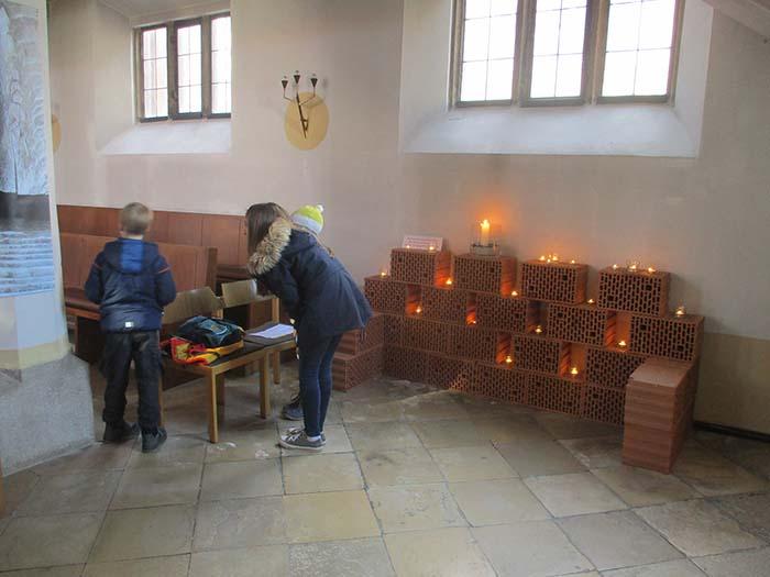 Kerzen zählen von der Kerzenwand aus