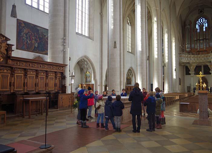 Am Altar im Münster