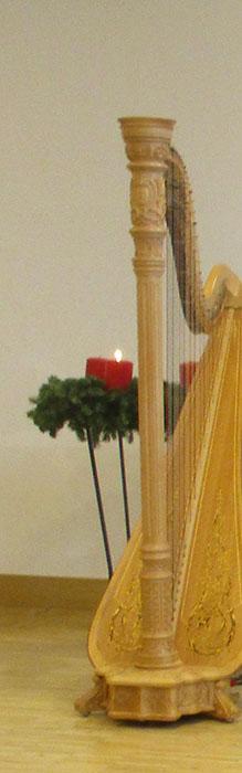 Adventskranz mit Harfe