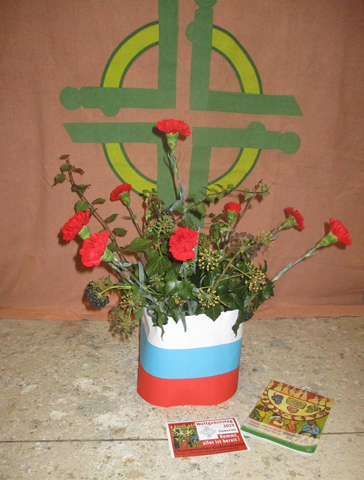 Rote Nelken, die Blumen des Landes Slowenien