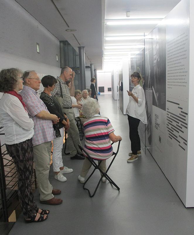 Führung für Seniorentreff im Musuem für Konkrete Kunst