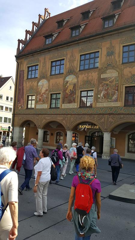 Stadtrundführung vor Ulmer Rathaus
