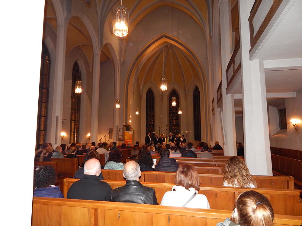 Kirchenschiff Benefizkonzert Frauen beraten
