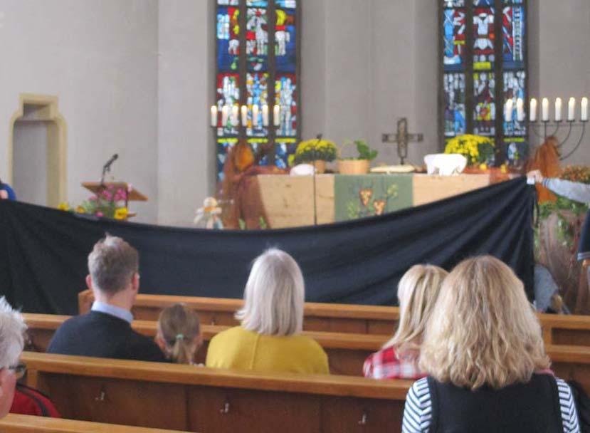Puppentheater der Konfis im Gottesdienst