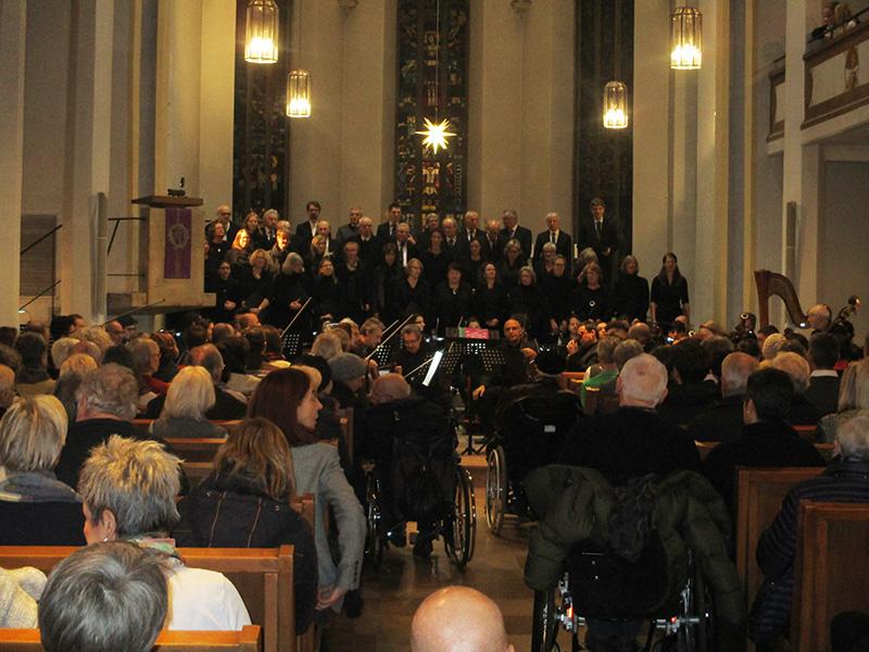 Blick in die Kirche zum Konzert