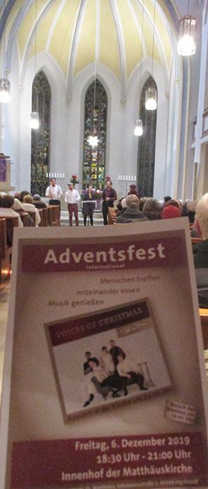 Kirchenschiff mit Flyer Adventsfest