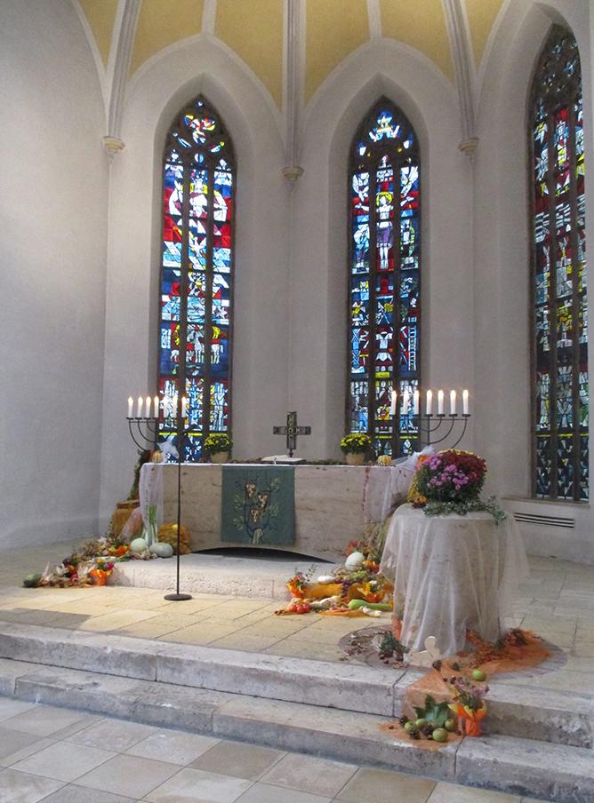 Altarraum von rechts