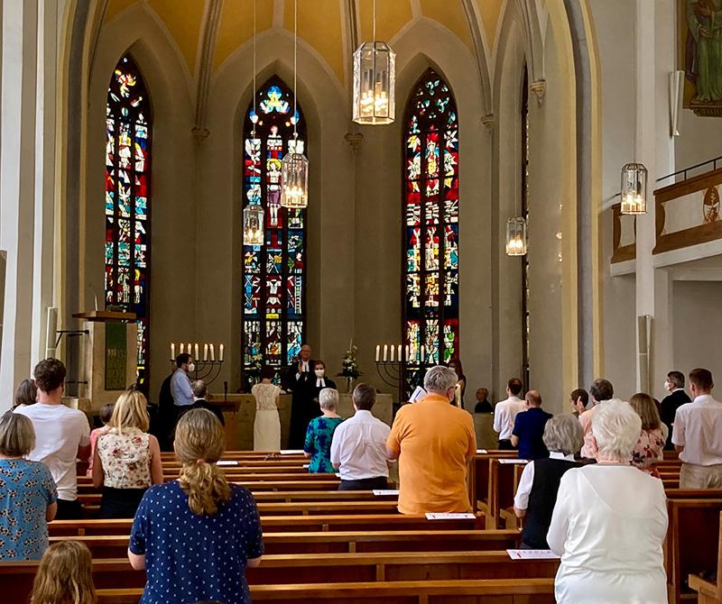 Standing ovation für die ordinierte Pfarrerin