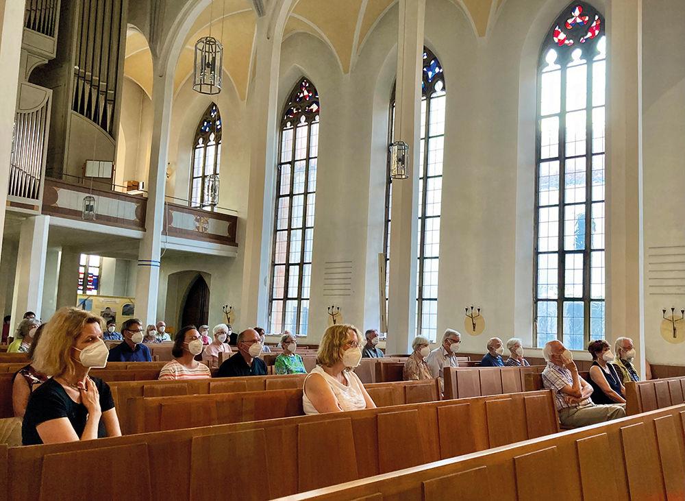 Publikum in der Kirche